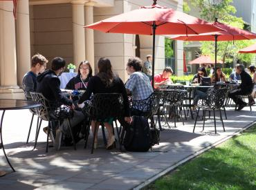 GSS15 attendees enjoy lunch outside Paul Brest Hall